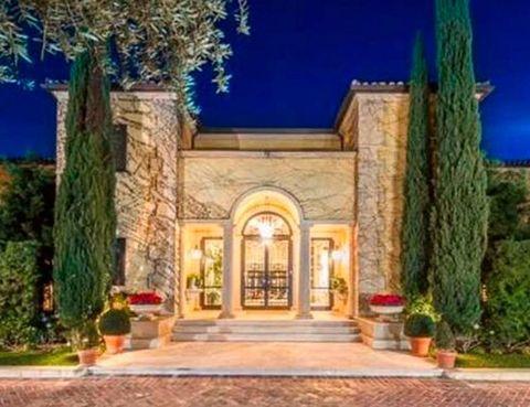 <p>La casa, de estilo mediterráneo, tiene una superficie de 25.000 m2 y está situada en un terreno de 81.000 m2. Pertenecía a Armand Marciano, el cofundador de la firma de moda Guess.</p>