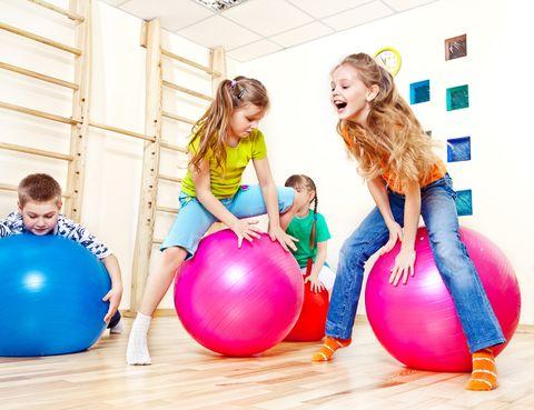 """<p>&nbsp;</p><p>En los clubes GO fit cuentan con un programa de actividades infantiles deportivas y entretenimiento desde los 0 a los 16 años. <strong>""""En el caso de los más pequeños la actividad física regular es un factor fundamental para el buen desarrollo de las capacidades físicas</strong> y motoras, además de alejarlos de modos de vida no saludables e inculcarles valores positivos"""", dice Israel González, director técnico de GO fit Montecarmelo. <strong>Muchas actividades.</strong> Según su edad, tus peques podrán elegir entre &nbsp;taekwondo, Fama (clases de baile y coreografías), hip-hop (los pasos de baile """"callejeros"""" más divertidos), gimnasia rítmica (impartida por la sub-campeona olímpica Carolina Pascual), <strong>psicomotricidad, expresión corporal</strong> (para descubrir su cuerpo en movimiento), <strong>teatro y circo</strong> (malabares, juegos, equilibrios...), Zumba (a bailar con la mejor música), acrobacias (genial para mejorar con el deporte escolar), hapkido o baile español y clásico. <a href=""""http://www.go-fit.es"""" target=""""_blank""""><i>go-fit.es</i></a></p><p>&nbsp;</p>"""