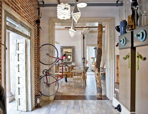 """<p> Los hermanos Désireé y Félix Ramos han inaugurado hace pocos meses su fantástico showroom con muebles artesanos y piezas singulares que, además, se pueden personalizar. ¿Te lo vas a perder?<br />  Paseo de los Melancólicos, 79. Madrid. Tel.: 913 666 797.<br /><a href=""""http://www.lolaglamour.com"""" target=""""_blank"""">www.lolaglamour.com</a></p><p>&nbsp;</p>"""