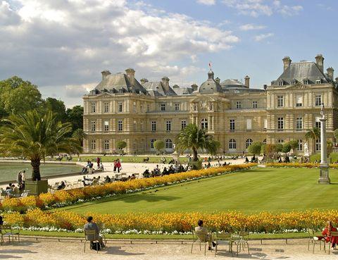 <p>Estos jardines de París gozan de gran popularidad tanto entre los turistas como entre los propios parisinos. Además de pasear entre sus árboles y esculturas, los más pequeños pueden entretenerse jugando con barcos de vela en miniatura y los mayores con cursos de arboricultura o apicultura.</p>