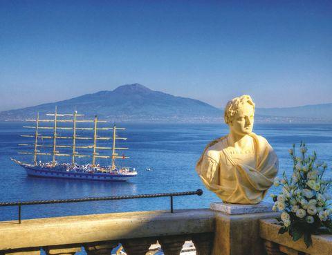 """<p>Libre, sin horarios y con todo un mundo por descubrir. Así es como te sentirás durante este viaje en velero, surcando las zonas más bellas de la costa italiana, griega y turca.&nbsp&#x3B;A&nbsp&#x3B;bordo del <a href=""""http://www.starclippers.com"""" target=""""_blank"""">Star Clipper</a> se practica el <i>slow life y tanto puedes encontrarte tomando un cóctel en su bar Tropical, como dándote un chapuzón en alguna de sus dos piscinas o charlando con el capitán. Hasta septiembre. Itinerarios de 7, 10 y 11 noches, desde 1.685 euros.</i>&nbsp&#x3B;</p>"""