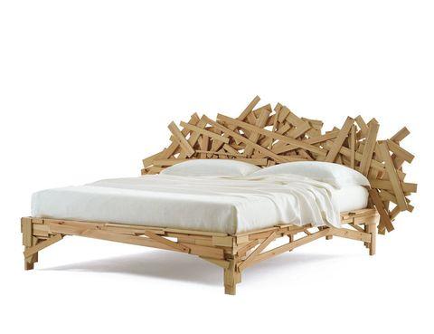 <p>De los Campana para Edra, es la cama <strong>Favela,</strong> 16.450 €. </p>