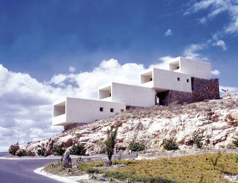 <p> El centenario de dos grandes de la arquitectura española del s. XX, <strong>Miguel Fisac</strong> (1913-2006, imagen) y <strong>Alejandro de la Sota</strong> (1913-1996) inspira una expo conjunta en el Museo ICO.<br />Madrid. Hasta 16 de febrero.</p>