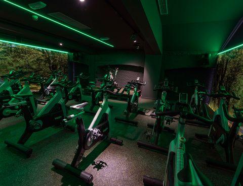 """<p>&nbsp&#x3B;</p><p>En Boutique Gym, el nuevo club de entrenador Martín Giacchetta, cada espacio está personalizado y decorado de forma diferente para que te motive entrenar. <strong>Su sala de ciclo indoor, con efectos de luz y sonido, y una original decoración</strong>, tiene tanto """"rollo"""" como el club y sus instructores. Serrano 50. Tel. 91 435 69 28. Madrid. <a href=""""http://www.boutiquegym.es"""" target=""""_blank"""">boutiquegym.es</a></p><p>&nbsp&#x3B;</p>"""