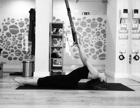 """<p>&nbsp;</p><p>Esta disciplina fusión es <strong>la combinación perfecta para estirar y fortalecer el cuerpo de manera natural</strong> y orgánica. La clase, que dura 50 minutos, se realiza íntegramente con el propio peso corporal. TRX Yoga Fusión <strong>incorpora posturas de yoga con bandas de suspensión TRX, ejercicios de entrenamiento de fuerza TRX</strong>, de abdomen y ejercicios en el suelo, ejercicios pliométricos y posturas de equilibrio TRX. La respiración se utiliza como una herramienta para maximizar cada movimiento y alargar el cuerpo. <strong>Las posturas de yoga aportan estiramiento y flexibilidad mientras que los ejercicios de TRX retan al cuerpo</strong> al máximo. &nbsp;¿El resultado? Un cuerpo tonificado al 100x100, una clase estimulante e inspiradora. <a href=""""http://www.sportmindclub.com"""" target=""""_blank"""">sportmindclub.com</a></p><p>&nbsp;</p>"""
