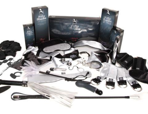 """<p>Aquí tienes colección completa Colección Completa <i>Fifty Shdes of Grey</i>, distribuida en España en exclusiva por <a href=""""http://www.dildosassorted.com/pc.asp#xpat"""" target=""""_blank"""">Dildos Assorted</a> y de venta en las mejores boutiques eróticas, como <a href=""""http://canelaenpolvomadrid.com/"""" target=""""_blank"""">Canela en Polvo</a>, o en la tiendas físicas de <strong>Condoms &Co</strong>, ¡Date prisa, los stocks son limitados!</p>"""