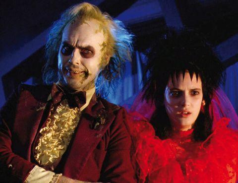 <p>La fábula de Tim Burton 'Bitelchús' (1988) lanzó al estrellato a Winona Ryder, que interpretaba a Lydia, la adolescente raruna que entraba junto a sus padres a habitar la famosa mansión de fantasmas.</p>