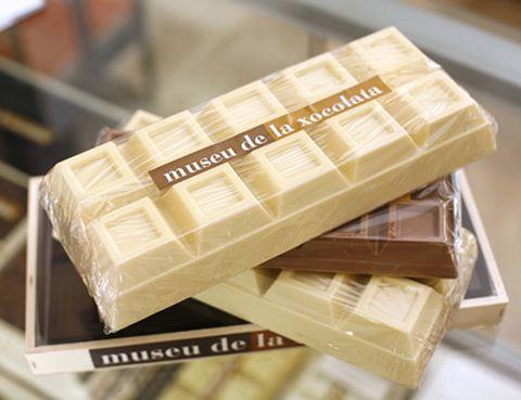 <p>Nuestro país fue el primero de Europa en probar su sabor. Más concretamente, en 1780 Barcelona fue la ciudad donde se creó la primera máquina productora de chocolate y actualmente cuenta con un museo repleto de esculturas hechas con este dulce y ofrece una gran variedad de cursos.</p>