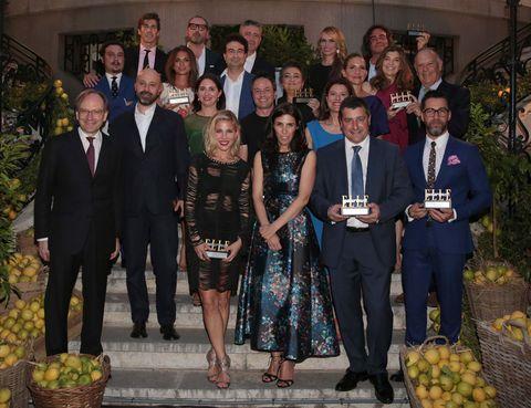 <p>Los trece premiados de la primera edición de los Elle Gourmet Awards posan juntos en una imagen de grupo.&nbsp;</p>