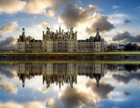 <p>Los castillos del Loira en Francia es un destino ideal para aquellos que disfrutan con la cultura y los monumentos. Se trata de un viaje de gran valor cultural y paisajístico por el Valle del Loira, declarado Patrimonio Mundial por la Unesco, con espléndidos castillos y jardines diseñados al milímetro y un entorno de gran belleza, sin olvidar degustar la gastronomía francesa y deleitarse de un ambiente relajado.</p><p></p>