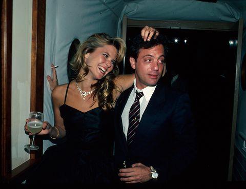 """<p>Brinkey estuvo nueve años casada con Joel (autor de """"Uptown Girl"""" y """"Downtown Man""""), justo hasta que su siguiente marido, Rick Taubman, le pidió en matrimonio.</p>"""