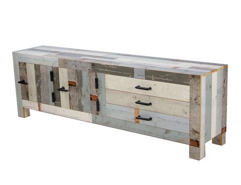 <p>La tendencia eco total: muebles de madera procedente de descartes, como la cómoda Canteen, del diseñador holandés Piet Hein Eek. En Room Service Design. </p>