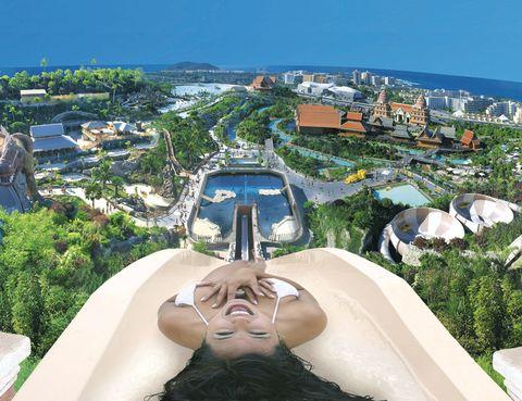 """<p><a href=""""http://www.siampark.net"""" target=""""_blank"""">Siam Park,</a> el gran parque acuático ambientado en Tailandia, estrena dos nuevas atracciones: Kinaree –un tobogán serpenteante de 200 m de largo– y Sawasdee, un espacio infantil con toboganes para hacer carreras. Relájate luego en su playa o con un paseo por el río lento (33 euros y 22euros, los niños).En&nbsp&#x3B;Costa Adeje (Tenerife).&nbsp&#x3B;</p>"""