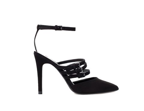 <p>SI estás acostumbrada a los tacones, opta por un estilo como éstos de<strong> Zara.</strong></p>