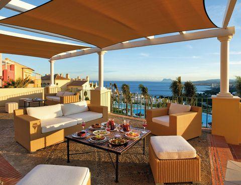 """<p>Este resort andaluz regala un fantástico panorama del estrecho de Gibraltar y el Mediterráneo. Pasa una semana con tu familia en uno de sus apartamentos (a partir de 364 euros). Tus hijos disponen de animación, a su medida y gratuita, hasta los 17 años.</p><p><a href=""""http://www.pierreetvacances.com"""" target=""""_blank"""">P&amp;V Terrazas Costa del Sol.</a> Urbanización Bahía las Rocas. Ctra. Cádiz, Km. 138. Manilva (Málaga).&nbsp;Tél.&nbsp;952 76 06 80.&nbsp;</p>"""