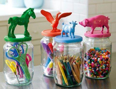 """<p>Apúntate a la moda del 'do it yourself' con estos originales botes. Colorea en tonos vibrantes los clásiclos animales de granja y pégalos en unos envases de cristal&nbsp;<i>(imagen vía&nbsp;<a href=""""http://www.buzzfeed.com"""" title=""""Buzz Feed"""" target=""""_blank"""">Buzz Feed</a>).</i></p>"""