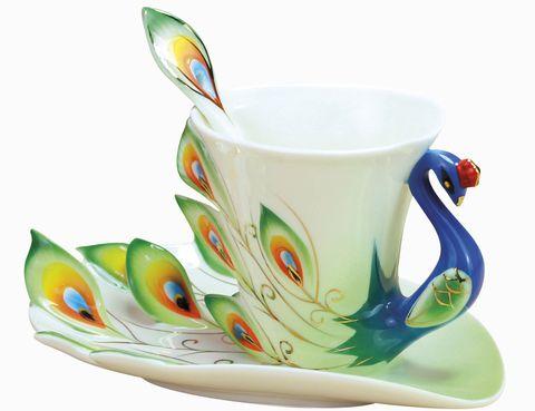 """<p>Convierte la hora del té en la mejor del día con este juego de taza, plato y cucharilla Porcelain Designer Tea Cup, de Stanley Shop. <a href=""""http://www.dawanda.com"""" target=""""_blank"""">www.dawanda.com</a></p>"""