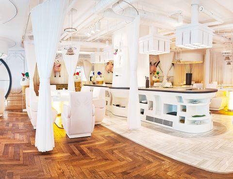 <p>Una de las salas del restaurante DiverXO, del chef tres estrellas Michelin, David Muñoz, y diseñado por el propio Muñoz junto al interiorista Lázaro Rosa Violán. </p>