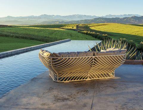 <p>Sofá de gran profundidad, de Jean-Marie Massaud para Dedon, 7.095 €.</p>