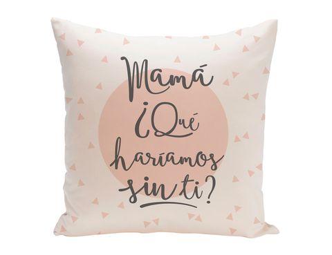 <p>Cojín con mensaje para mamá de <strong>La Tienda de Uo</strong> (15,95 €).</p>
