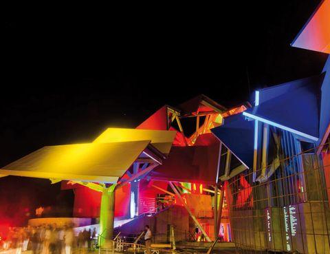 """<p>El lustroso nuevo Biomuseo de la Diversidad acaba de abrir estos días sus puertas. Después de muchos meses en construcción, el complejo sigue despertando admiración por su estructura y ya ha recibido un prestigioso premio de ingeniería. La estructura, ideada por el arquitecto Frank Gehry, acogerá ocho galerías en las que se describe cómo el alumbramiento de Panamá modificó el planeta para siempre hace 3 millones de años.</p><p><strong>• Lugar: <a href=""""http://www.biomuseopanama.org"""" target=""""_blank"""">Biomuseo de la Biodiversidad</a> (Calzada de Amador).</strong></p><p><strong>• Fecha: Apertura en marzo.</strong></p>"""