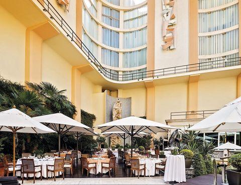 <p> Existen tres poderosas razones para visitarlo: la primera es su nueva carta, elaborada por Miguel de la Fuente, que firma platos como el carpaccio de carabineros, aceite de cardamomo y alioli de estragón; la segunda, su terraza art déco, y la tercera, Ava Gardner, que era incondicional de su bar.&nbsp;<br /><strong>Hotel InterContinental, P.º de la Castellana, 49, tel. 917 00 73 70. Precio medio: 50 €.</strong></p>
