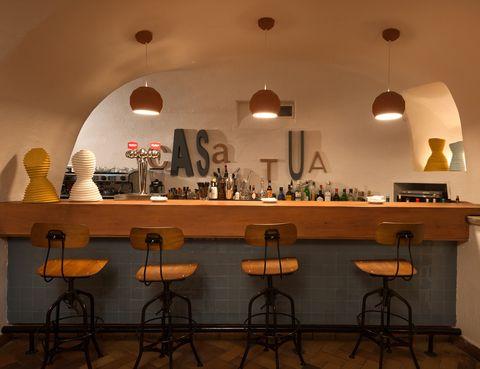 <p>El primer restaurante italiano del grupo VIPS cumple 40 años y lo celebra con un cambio de look. Muebles vintage, chimenea, salas abovedadas y una luz tenue que crean un ambiente cálido y te hacen sentir como en casa. Además de su especialidad paja y heno (pasta artesanal de huevo y espinacas) te recomendamos una de sus innovaciones: el costillar de ibérico con hinojo y romero. <i>Bocatto di cardinale!</i></p><p><strong>Velázquez, 136, Madrid, tel. 915 61 02 22. Precio medio: 27 €.</strong></p>