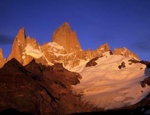 <p>En el caso de esta película y esta ciudad, se trata de un claro caso de sustitución de escenarios, ya que la película no se rodó en el Himalaya, sino en la parte argentina Los Andes. Un destino perfecto para los más aventureros.</p>