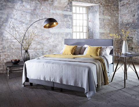"""<p>Fabricado a mano por talentosos artesanos con pura lana británica, en el colchón de la edición limitada de la cama <i>Britannica</i>, de Vispring, presentada con gran éxito en el Salone del Mobile de Milán, dormirás como una ¡auténtica reina! <br /><strong><a href=""""http://vi-spring.es/"""" target=""""_blank"""">vi-spring.es</a></strong></p>"""