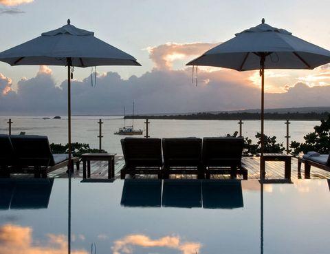 <p><strong>El Casa</strong><strong>Colonial Beach & Spa</strong> es el único hotel del complejo turístico de Playa Dorada que no trabaja la fórmula de todo incluido, pero sí todos los servicios y el diseño de un hotel boutique de lujo. La piscina en la azotea y los jacuzzis son un sueño, igual que el trato de los empleados y los jardines. Desde 250 euros la noche.</p>