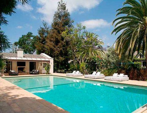 <p>Es el estilo que domina la arquitectura de la casa. En el exterior, la protagonista es la inmensa piscina.</p>