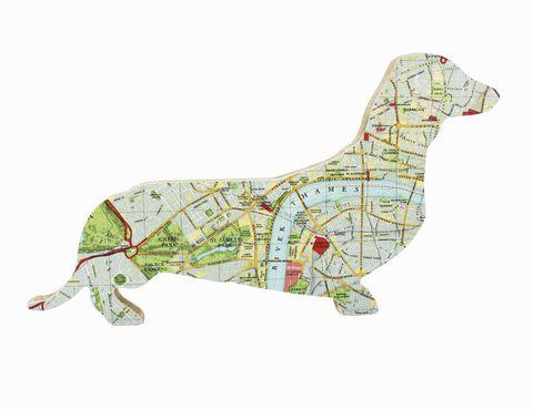 """<p>Sí, parece increíble pero es lo que estás viendo... ¡Londres dentro de un perro salchicha! Un adorno canino e ideal para cualquier estantería. Es de Bombus. <a href=""""http://www.prshots.com"""" target=""""_blank"""">www.prshots.com</a></p>"""