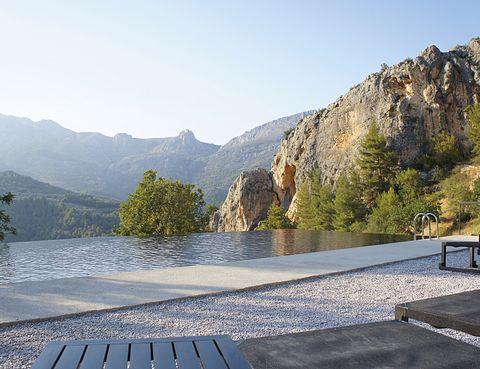 <p>La piscina <i>Infinity</i> domina el horizonte: agua, olor, silencio... ¿Mejor terapia antiestrés?</p><p></p>