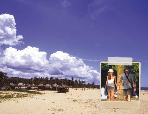 """<p> <strong>Así es:</strong> Bohemio y desenfadado, Trancoso sigue teniendo el mismo espíritu auténtico que cautivó a los hippies en los años setenta. <br /> <strong>Te encontrarás con:</strong> Sara Carbonero e Iker Casillas, que subieron a Facebook fotos de sus vacaciones aquí el año pasado. Leonardo DiCaprio, Gisele Bündchen, Matthew McConaughey y Naomi Campbell son otros de sus incondicionales. <br /> <strong>Alójate en:</strong> El hotel boutique Uxua, diez casitas de pescadores decoradas con materiales naturales, llenas de obras de arte originales y objetos antiguos (<a href=""""http://www.uxua.com"""" target=""""_blank"""">www.uxua.com</a>, desde 370 a 1.450 €). <br /> <strong>Come en:</strong> El Gordo, restaurante de cocina típica portuguesa y con el pescado más fresco (São João, 7, <a href=""""http://www.elgordo.com.br"""" target=""""_blank"""">www.elgordo.com.br</a>, desde 45 €). <br /> <strong>De compras:</strong> En Marcenaria encontrarás la mejor artesanía local (<a href=""""http://www.marcenariatrancoso.com.br/"""" target=""""_blank"""">www.marcenariatrancoso.com</a>). <br /><strong>Una curiosidad:</strong> El hotel Uxua fue el set up de las fotos de Terry Richardson para el calendario Pirelli 2010.</p>"""