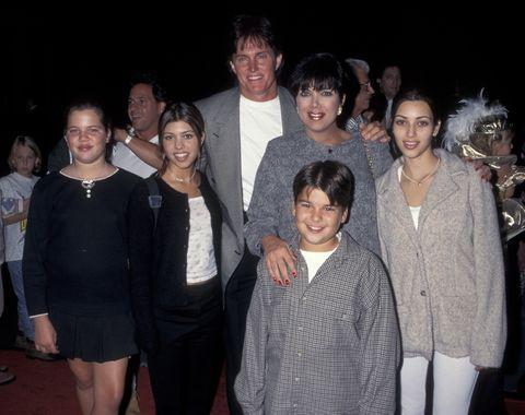 <p>Año 1995: Kim ya tenía 15 años y posaba así junto al resto de miembros de su familia: su madre Kris, su padrastro Bruce, sus dos hermanas Kourtney y Khloe y su hermano Rob.</p>