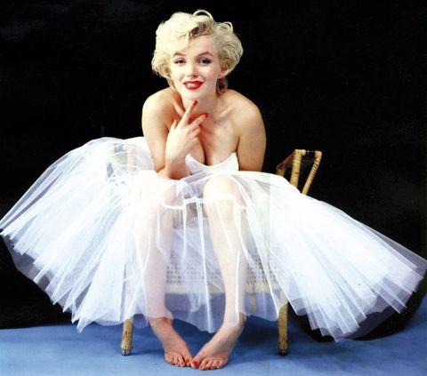 <p>Dulzura, naturalidad, elegancia convertidas en un mito. Marilyn Monroe cumpliría 88 años el 1 de junio, y aún hoy su estilo permanece como uno de los más femeninos y sexys. Con falda de tul, impresionante.</p>