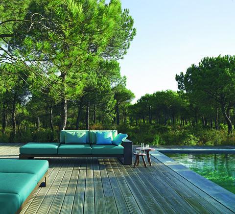 <p>Sofá modular de la colección <i>Landscape</i> <i>Alu</i>, diseño de <strong>Lievore Altherr Molina</strong> para <strong>Andreu World</strong>, desde 3.000 €.</p>