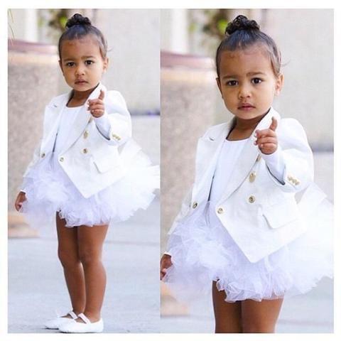 <p>A la salida de su clase de ballet y en compañía de su niñera North les dijo sus primeras palabras a los medios. Toda una declaración de intenciones: &quot;No photos!&quot;.</p>