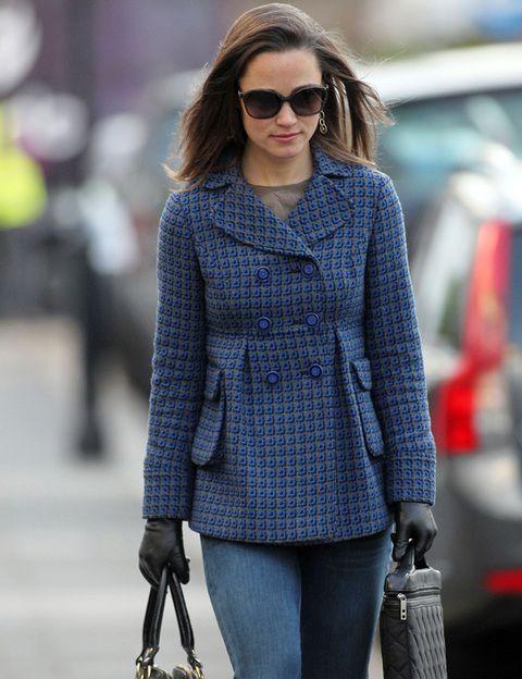 <p>Aunque se decanta más por los modelos lisos, la hermana de Kate también apuesta por diseños estampados como este en tonos azules.</p>