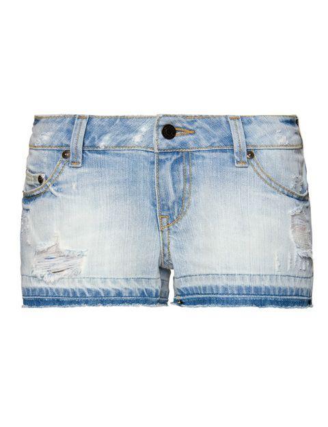 """<p>Shorts de <a href=""""http://shop.mango.com/ES/p0/mango/prendas/short/short-desgastado/?id=63330455_97&n=1&s=prendas.shorts&ie=0&m=&ts=1338216282399"""" target=""""_blank""""><strong>Mango</strong></a> (19,99 euros) desteñidos y con roto.</p>"""