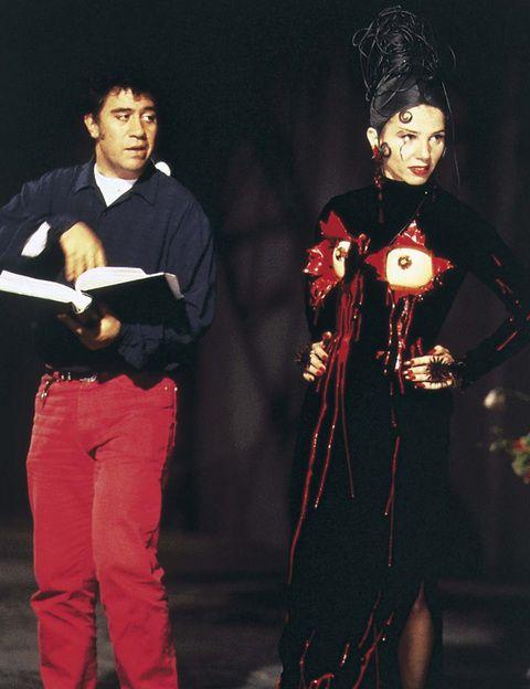 <p><i>La ley del deseo, Átame, Tacones lejanos, Kika... </i>Entre finales de los 80 y la década de los 90, Victoria Abril fue una de sus musas preferidas, protagonizando gran parte de sus historias. También lo fue del director Vicente Aranda.</p>