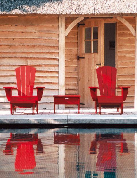 <p>Son las sillas Adirondack, 769 €/cu, más la mesa, 339 €, de Royal Botania. </p>