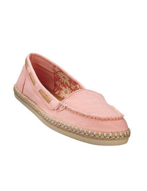 <p><strong>Skechers</strong> presenta su línea más solidaria, BOB'S. Por cada par que se compren, la firma dona un par de zapatos a los niños necesitados. En varios modelos y colores, también hay diseños masculinos.</p>