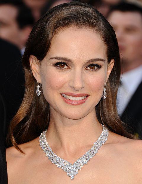 <p><strong>Natalie Portman</strong> lo dio todo con sus joyas: un gargantilla de diamantes con pendientes a juego. Nuestra favorita.</p>