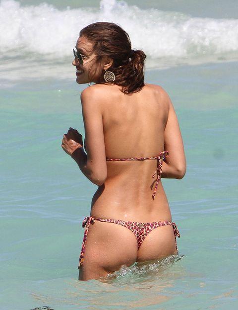 <p>Ni mucho, ni poco. El culo de Irina Shayk es perfecto. No está muy musculado pero tampoco flácido y tiene la elevación adecuada para que los pantalones queden bien. &nbsp;</p>
