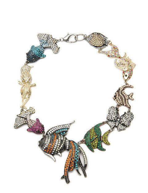 <p>Collar naturalista con aplicaciones de 'strass' (59,99 euros).</p>