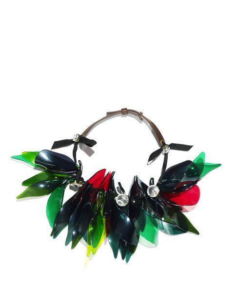 <p>Collar verde y rojo cristal<strong> (49.95€).</strong></p>