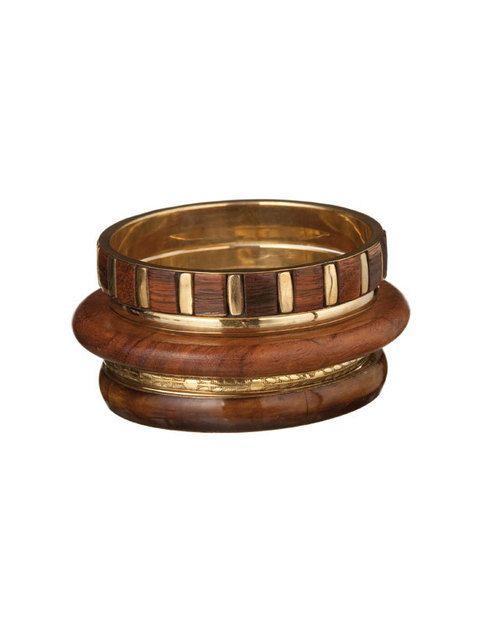 <p>Brazalete de madera y metal (3 euros).</p>