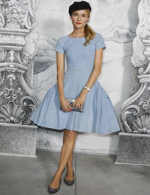 <p><strong>Diane Kruger</strong> merece nuestro reconocimiento por atreverse con este vestido azul cielo con gran vuelo <strong>Chanel Resort 2013</strong> y combinarlo con boina y bailarinas <strong>Christian Louboutin.</strong>&nbsp;¡Eso es tener estilo!&nbsp;</p>