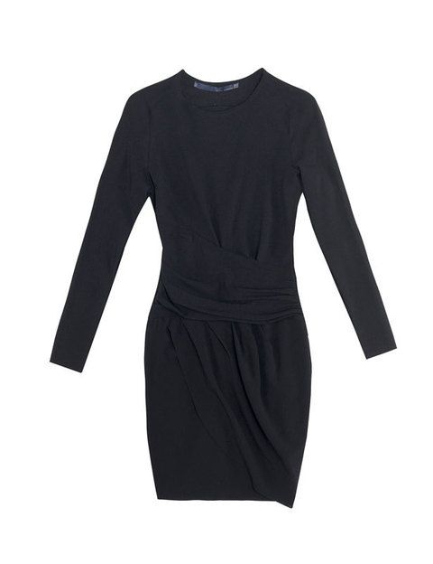 <p>Un LBD es imprescindible en tu armario, por eso elige uno de estilo lady de manga larga como éste<strong> de Zara.</strong></p>
